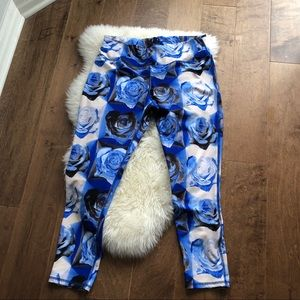Pants - 🚨2/$20🚨Pretty Blue Roses leggings